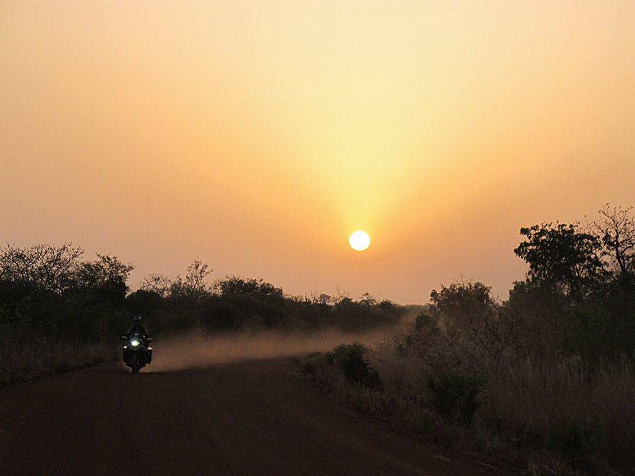 burkina faso-tramonto-pista