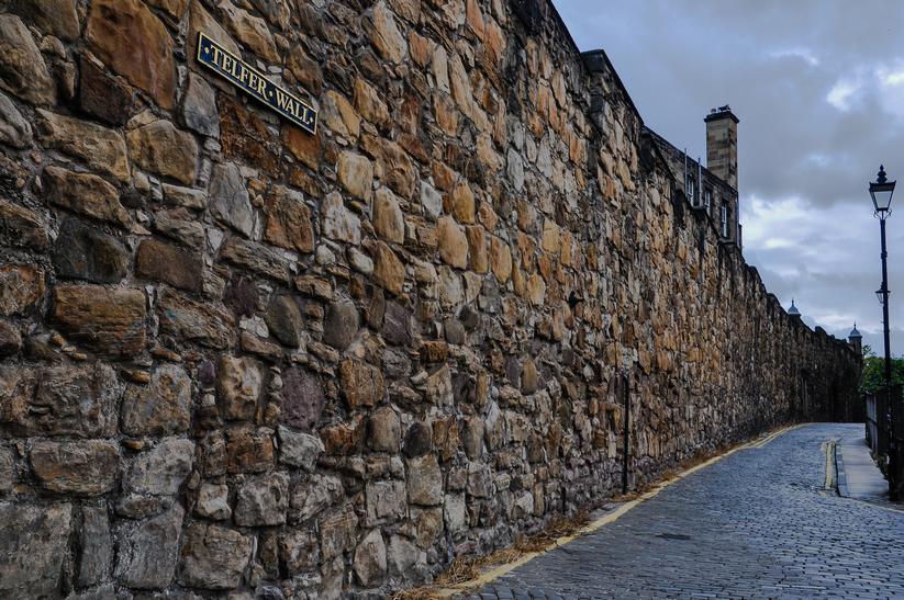 le mura della città vecchia di edimburgo