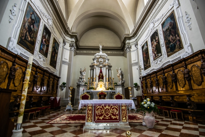 La navata principale del duomo S.Michele Arcangelo