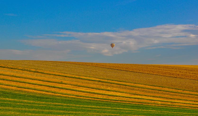 viaggiatori alternativi sulle colorate colline scozzesi