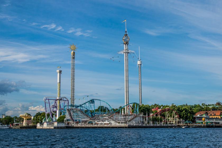 Il parco divertimenti Gröna Lund, situato veramente sul mare