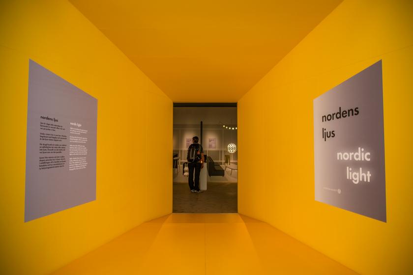 Una delle sale del Nordiska Museet, in questo caso dedicata alle luci nordiche