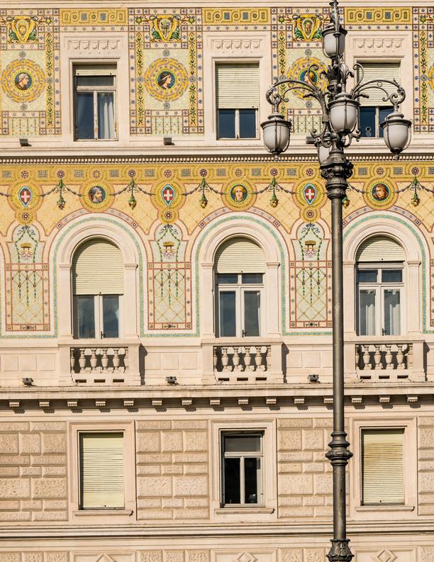 Particolare dei mosaici di Palazzo della Luogotenenza austriaca, sede della Prefettura